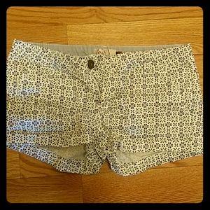 Adorable patterned short shorts